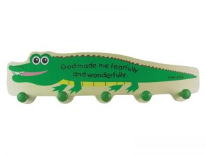 WALL DECOR ALLIGATOR HANGER W/ WOODEN POSTS